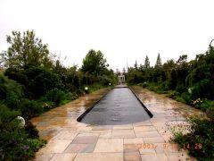 雨の池を一人巡る.jpg